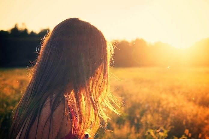 cheveux-soyeux-coucher-soleil
